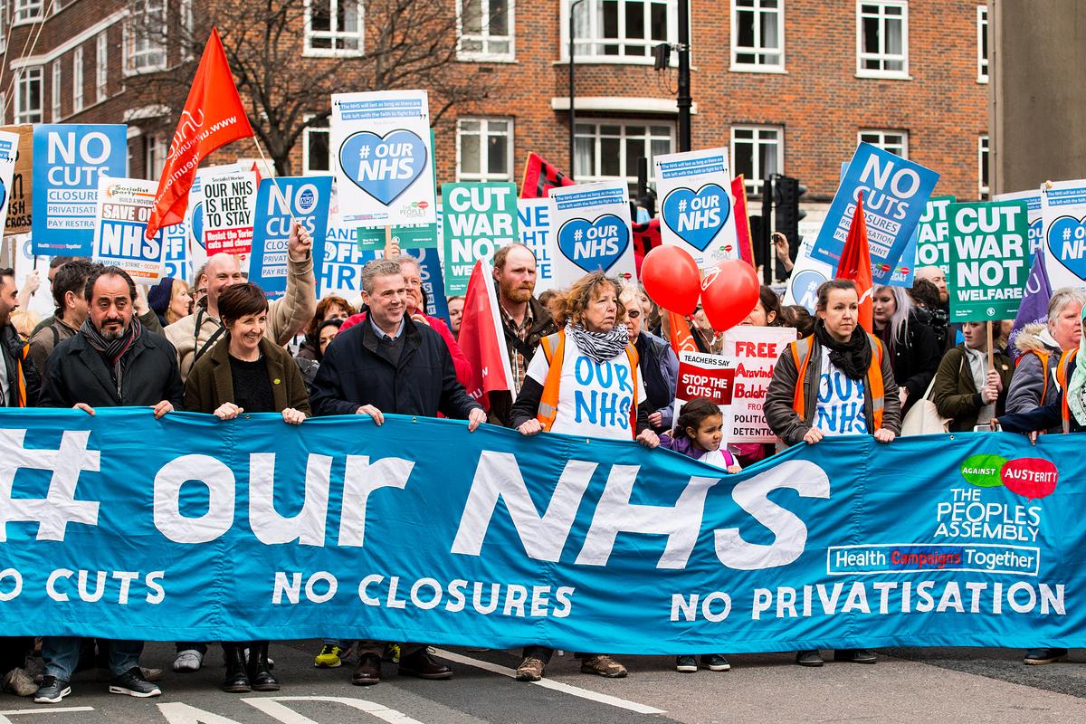 Das öffentliche Gesundheitssystem in Großbritannien (NHS) ist ein nationales Symbol. Julia Smirnova berichtet für LibMod / Zentrum Liberale Moderne, wie es sich in der Corona- / Covid-19-Krise bewährt.